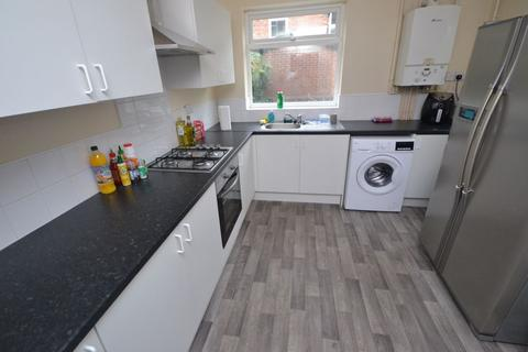 5 bedroom house to rent - Johnson Road, NG7 - UON