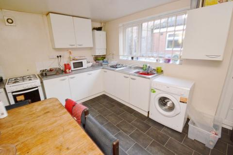 5 bedroom house to rent - Kimbolton Avenue, NG7 - UON