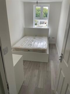 2 bedroom property to rent - Norwood High Street, London