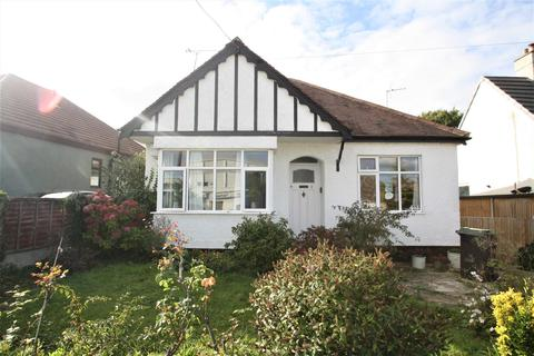 3 bedroom detached bungalow to rent - Hazelwood Grove, Leigh-On-Sea