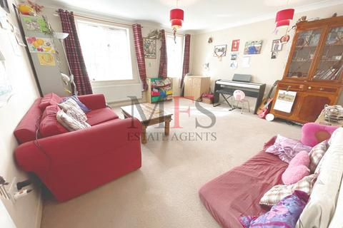 2 bedroom flat for sale - Sangam Close, Southall, UB2