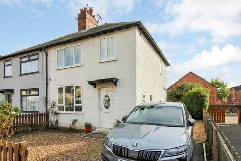 3 bedroom semi-detached house for sale - Hawthorn Avenue, Yeadon, Leeds, LS19 7UH