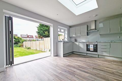 3 bedroom terraced house to rent - Amery Gardens, Romford RM2