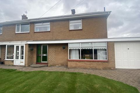 3 bedroom semi-detached house for sale - Harewood Crescent, Louth, LN11 0JD