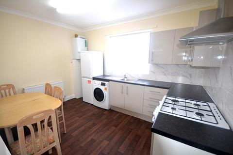 4 bedroom flat to rent - Avery garden , Gants Hill, IG2