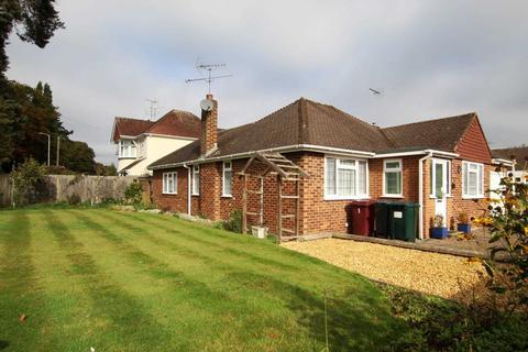 2 bedroom detached bungalow for sale - Kelvedon Way, Caversham Heights, Reading