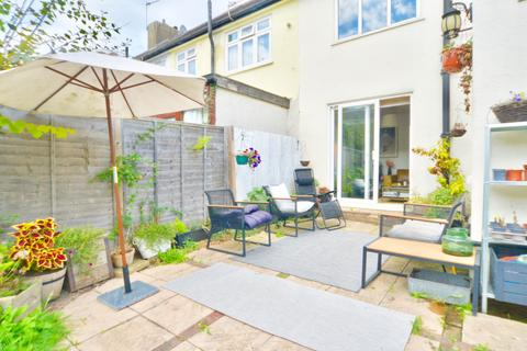 3 bedroom end of terrace house to rent - Alexandra Road, London N10