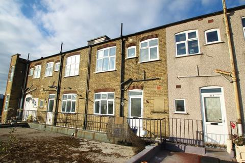 3 bedroom apartment for sale - Snakes Lane, Woodford Green