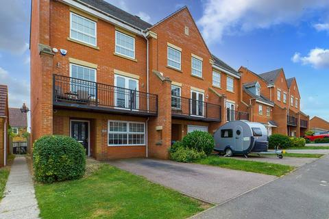 4 bedroom end of terrace house for sale - Villa Way, Wootton