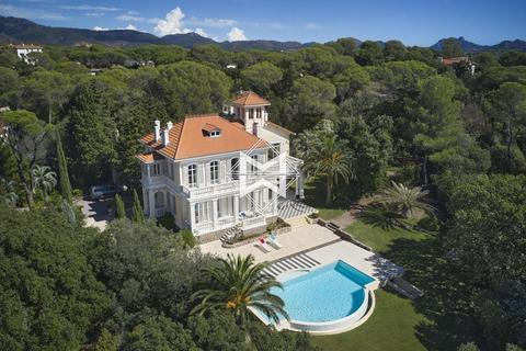4 bedroom villa - L'Abergement-de-Varey, 01640, France