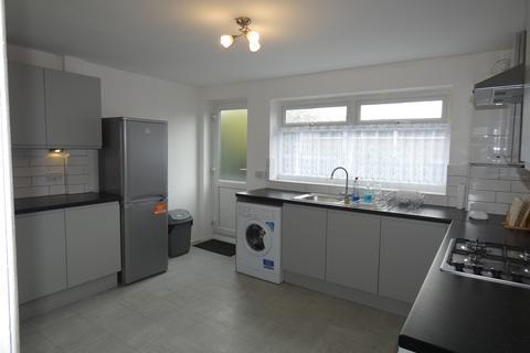 2 bedroom maisonette to rent - Boston Road, London, W7