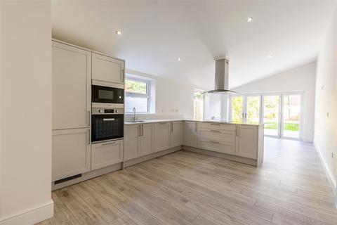 3 bedroom semi-detached house for sale - Charlton Avenue, Long Eaton