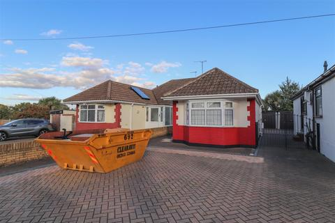 2 bedroom semi-detached bungalow for sale - Bellhouse Lane, Leigh-On-Sea