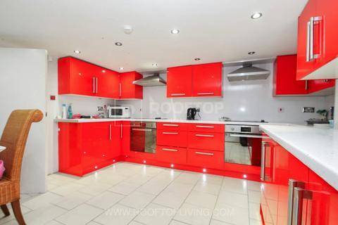 10 bedroom house to rent - Kirkstall Lane, Leeds