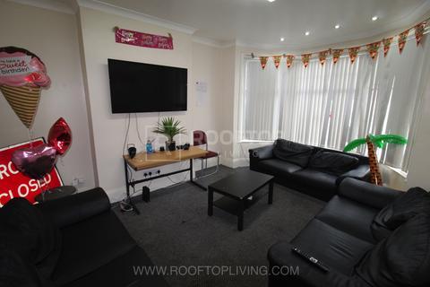8 bedroom house to rent - St. Michaels Villas, Leeds