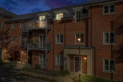 2 bedroom flat for sale - Coleman Court, Portland Crescent, Marlow SL7 2FT