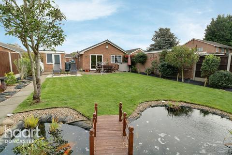 3 bedroom detached bungalow for sale - Eland Close, Rossington, Doncaster