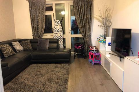 2 bedroom terraced house to rent - Invermore Place, London SE18