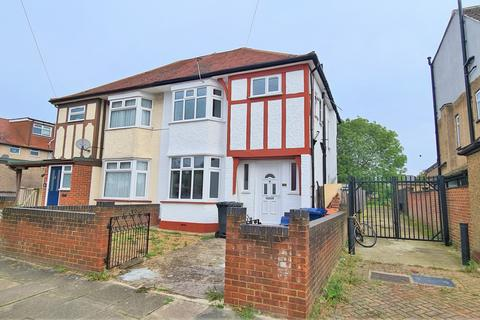 3 bedroom semi-detached house for sale - Greenford, UB6