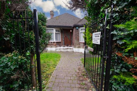 2 bedroom detached bungalow for sale - Brookfield Path, Oak Hill, Woodford Green, IG8