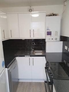 2 bedroom flat to rent - Long Lane, London N2