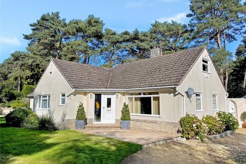 4 bedroom bungalow for sale - Avon Castle Drive, Ringwood, Hampshire, BH24