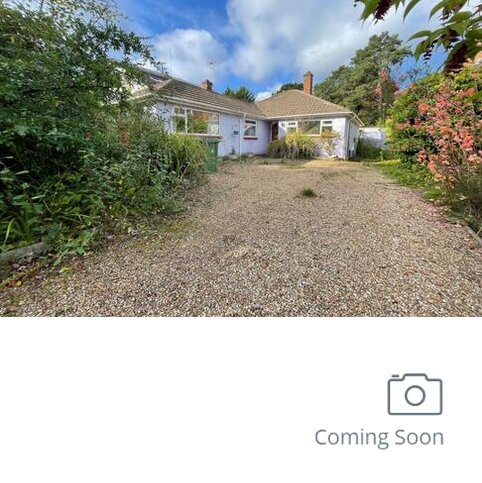 2 bedroom detached bungalow for sale - Lightwater,  Surrey,  GU18