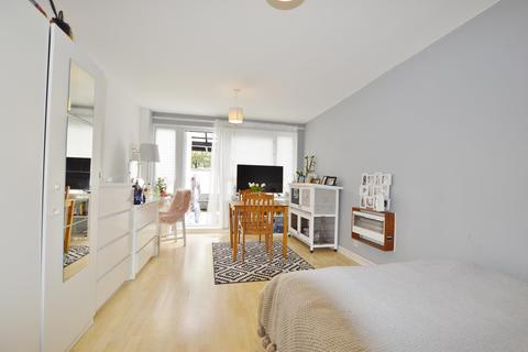 3 bedroom flat for sale - Ackroyd Drive, Bow, London, E3 4AS