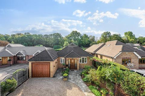 5 bedroom detached bungalow for sale - Almners Road, Lyne, KT16