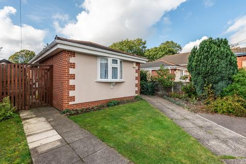 2 bedroom bungalow for sale - Kinsbourne Way, Southampton, Hampshire, SO19