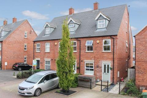 3 bedroom end of terrace house for sale - Grebe Drive, Leighton Buzzard LU7 4BG