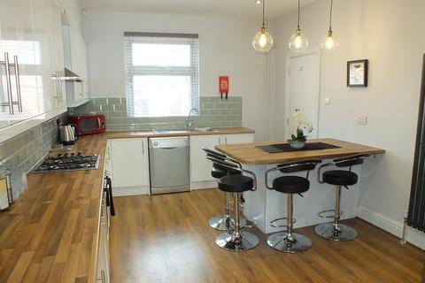 6 bedroom terraced house to rent - Archery Place, Leeds, West Yorkshire, LS2