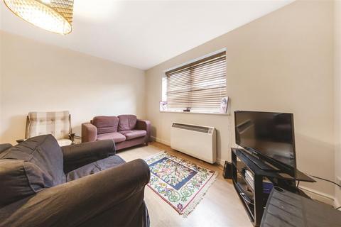 2 bedroom flat to rent - Coates Avenue, SW18