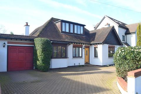 3 bedroom detached house for sale - Charlton Avenue, Walton-On-Thames, KT12