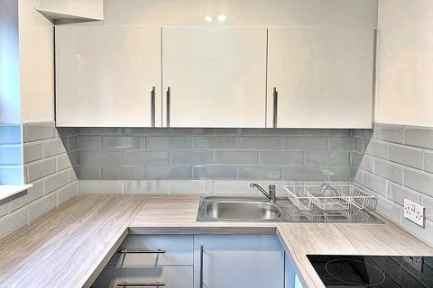 Studio to rent - Spencer Mews, Barons Court, London W6