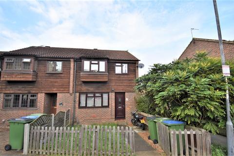 3 bedroom semi-detached house for sale - Hatton Close London SE18