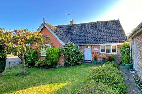 3 bedroom detached bungalow for sale - Holmere Drive, Halesworth