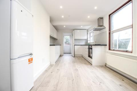 4 bedroom end of terrace house to rent - Malvern Road, London