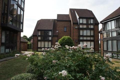 2 bedroom apartment to rent - Wyllyotts Close, Potters Bar, EN6