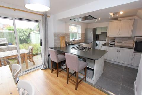 4 bedroom detached house for sale - Llanmead Gardens, Rhoose