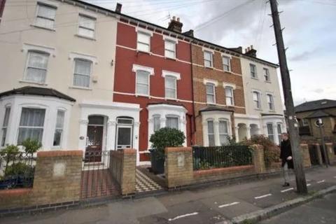 Studio to rent - Hornsey Park Road, Wood Green, London N22