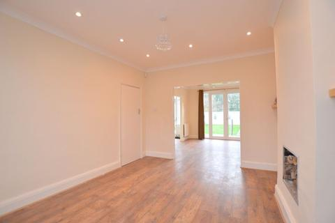 4 bedroom semi-detached house to rent - Sylvia Avenue, Hatch End