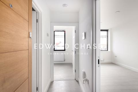 2 bedroom apartment to rent - Senthil House, High Street, IG6