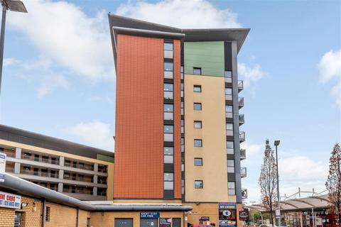 2 bedroom flat for sale - The Concourse, London, N9
