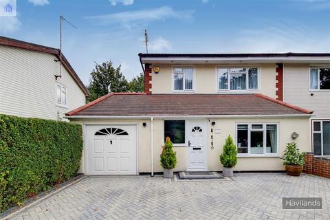 3 bedroom semi-detached house for sale - Lonsdale Drive, Enfield, EN2
