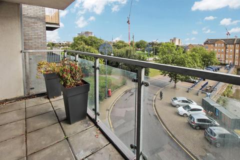 1 bedroom apartment to rent - Highbridge Road, Barking