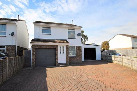 4 bedroom detached house for sale - Refurbished Family Home