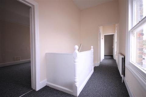 2 bedroom flat to rent - Warwick Road Edmonton London