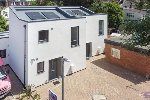 3 bedroom semi-detached house for sale - Holly Road, Enfield