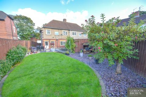3 bedroom semi-detached house for sale - Carr Hill Road, Gateshead